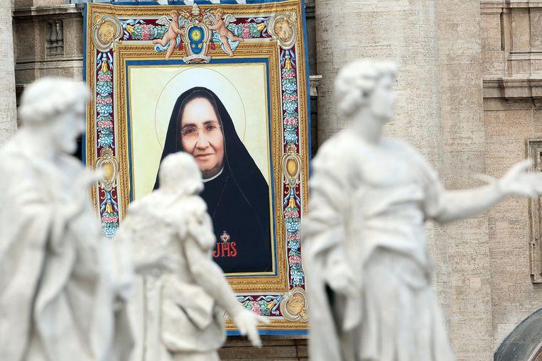 Een beeltenis in Vaticaanstad van een van de nieuwe heiligen: Maria Gualalupe Garcia Zavala. Beeld getty
