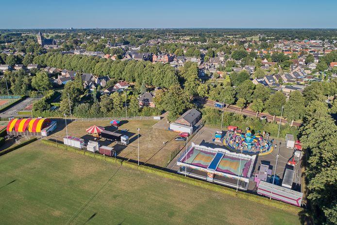 De Geffense kermis is dit jaar opgesteld op sportpark De Biescamp.