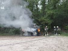 Geparkeerde tractor uitgebrand in Mill