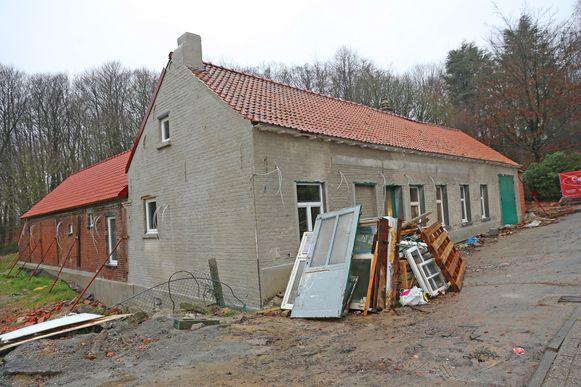 De historische herberg De Koekoek wordt momenteel stevig verbouwd. In maart heropent de zaak.