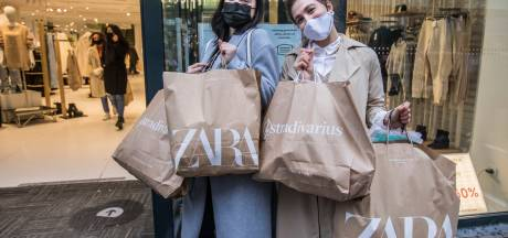 Koopgekte in Haagse binnenstad tijdens Black Friday: 'Zo druk had ik het niet verwacht'
