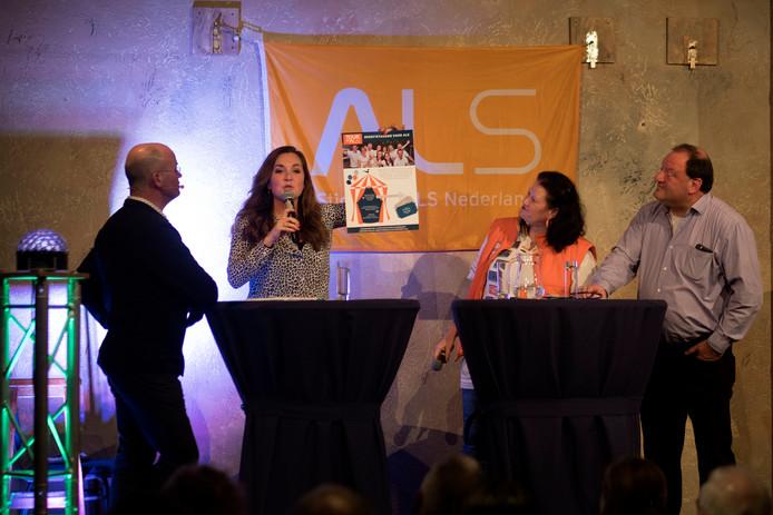Wilfred van Nunen, Lisa van den Putte, Suzan Harmsen (ALS Nederland) en Toon Gloudemans tijdens ADWD in Oirschot.