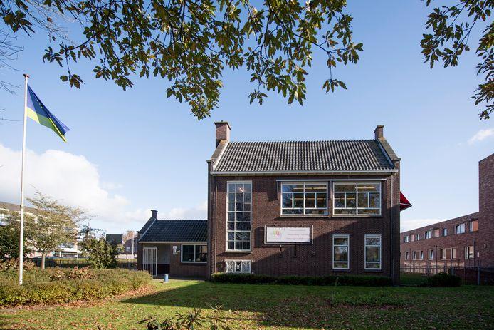De Touwladder in Wierden, vlak voor de sluiting van de openbare daltonschool.