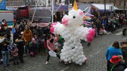 VIDEO. Eerste carnavalsstoet van Vlaams-Brabant viert jubileum: Ridders van Brunengeruz feesten op verkort parcours
