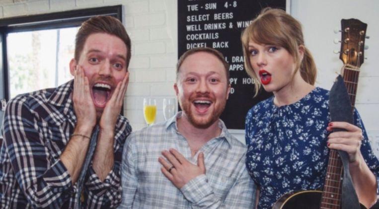 Taylor Swift zorgde voor de verrassing van de dag op het verlovingsfeest van deze twee mannen.