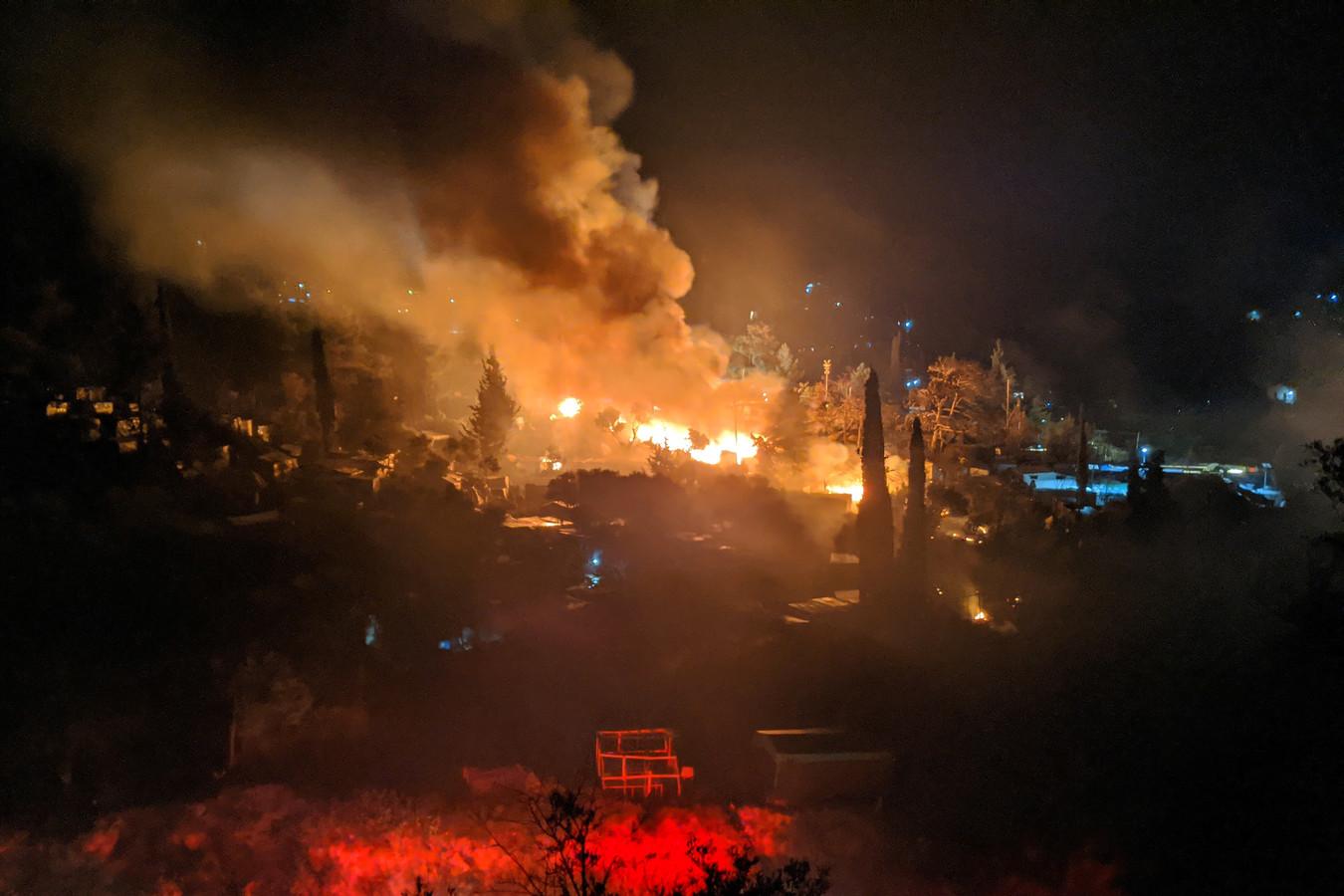 Ook op 26 april was er al brand in het vluchtelingenkamp op Samos.