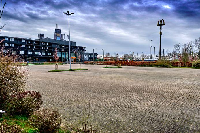 Het parkeerterrein van het Postillion Hotel in Dordrecht.