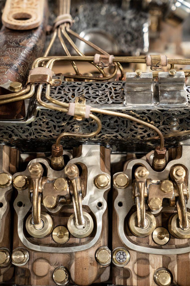 De motor van een Friese veldhakselaar als kunstwerk. Beeld Reyer Boxem
