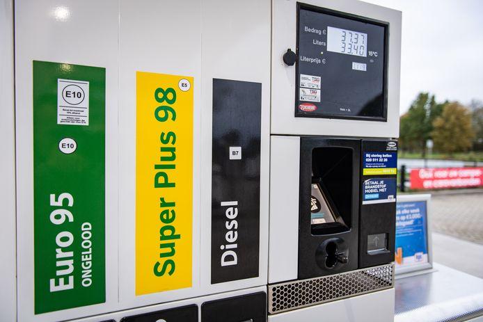 Ter illustratie Quincy F. uit Almere wordt verdacht van betrokkenheid bij de diefstal van 2824 liter Euro 95 ter waarde van 4500 euro bij tankstation De Pan op Urk.