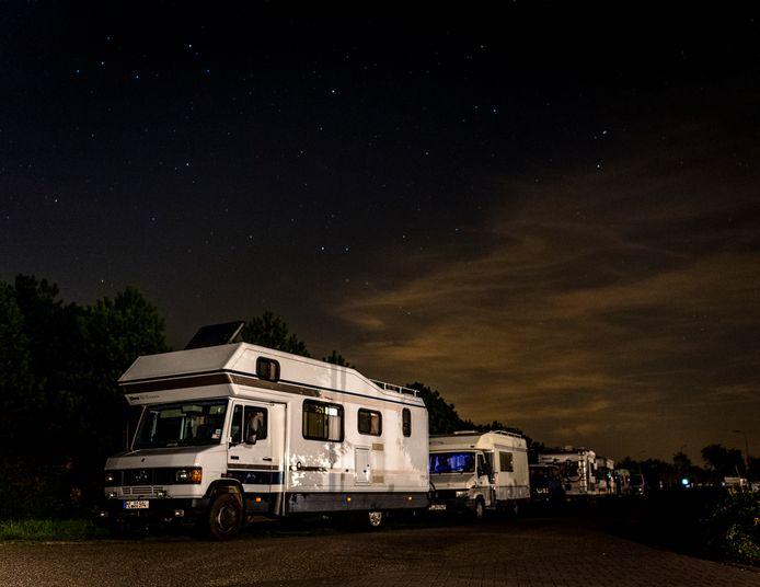 Er staan 's nachts regelmatig illegaal campers op de Brouwersdam.