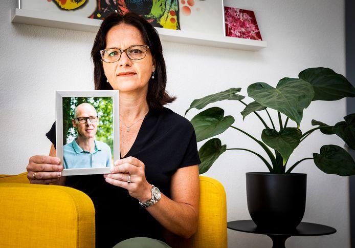 Liesbeth den Haan verloor ruim een jaar geleden haar Gert aan een hersentumor. ,,Ons bijna 25-jarig huwelijk is altijd goed geweest.''