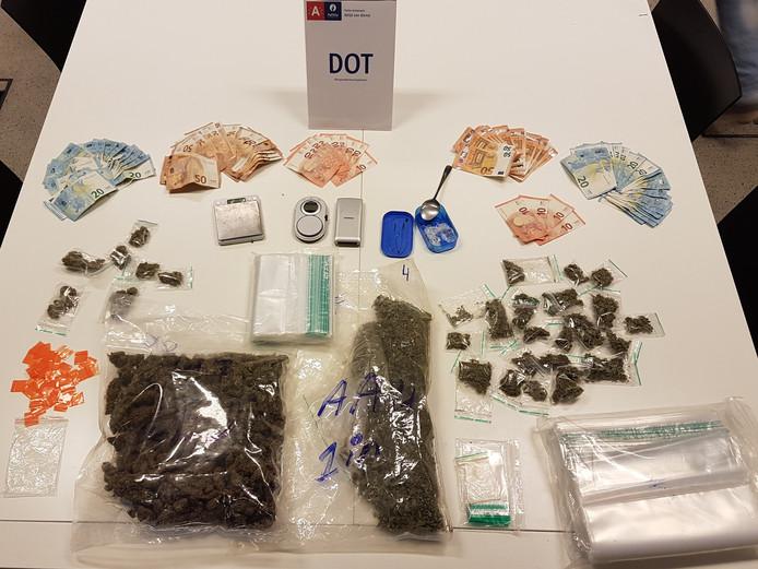 Een inbeslagname door het Drugs Ondersteunings Team (DOT).