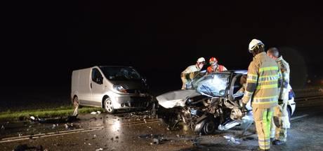 Automobilist uit Biddinghuizen loopt botbreuken op bij botsing
