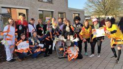 Juffen en meesters staan verkleed voor de klas in Opwijk