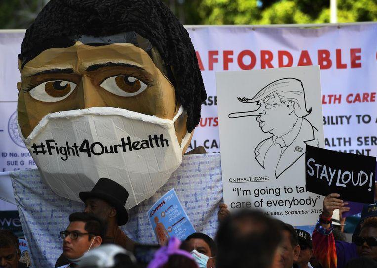 Amerikanen protesteren voor het behoud van Obamacare in Los Angeles, California. Beeld afp