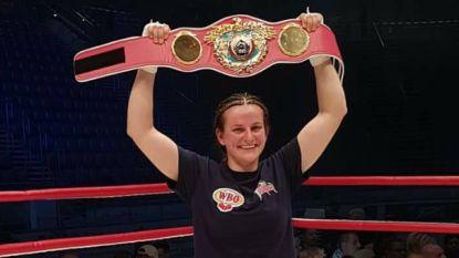 Straffe prestatie: Femke Hermans kroont zich tot WBO-kampioene en wordt tweede Belgische boksster met wereldtitel