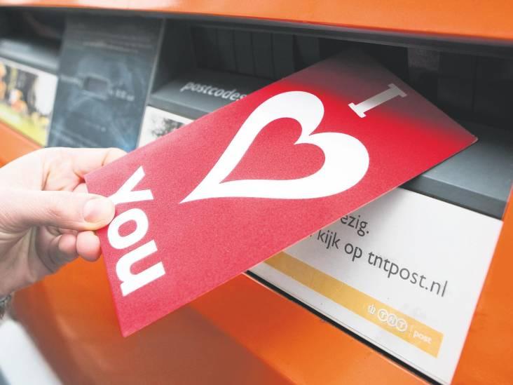 Ik verstop de Valentijnskaart, wil niet dat mijn vriendin ongerust wordt