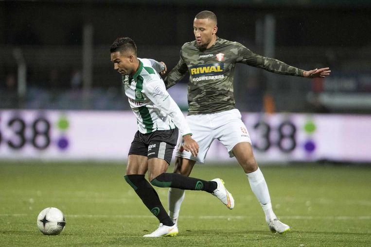 FC Groningen speler Danny Hoesen in duel met FC Dordrecht speler Josimar Lima. Beeld anp