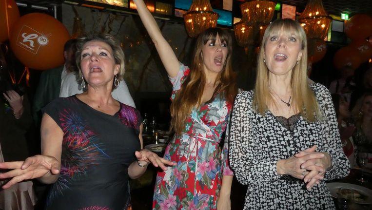 Zangeres Mariska van Kolck, allround celebrity Beertje van Beers en zangeres Joke de Kruijf. 'Voulez-vous coucher avec moi, ce soir?' Beeld Hans van der Beek