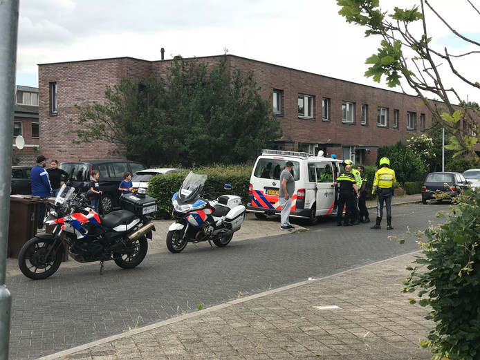 Politie ter plaatse in de wijk Veldhuizen in De Meern.