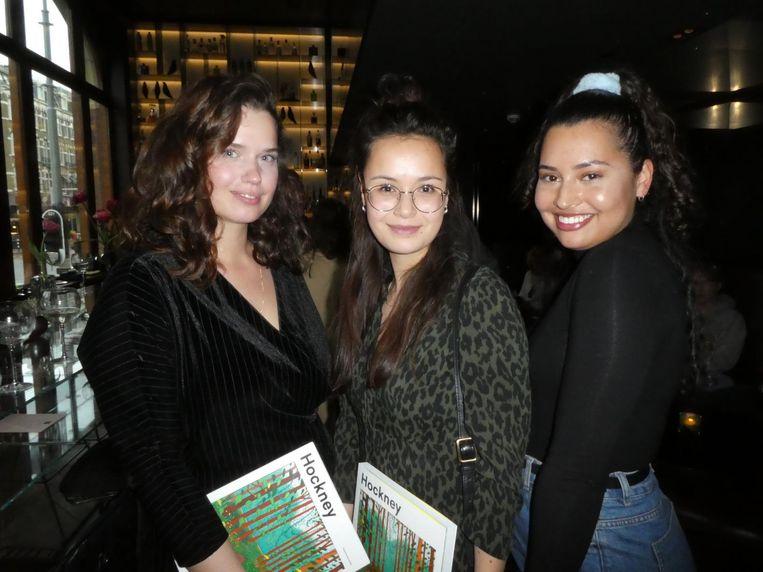 De redactie Kunstmeisjes: Nathalie Maciesza, Charlotte Hercules en Ananda Hegeman. Maciesza : 'Hockney is altijd mooi, en na vier slokken van deze cocktail wordt het nog mooier.' Beeld Hans van der Beek