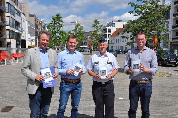 De burgemeesters van de zone en de politie stelden de actie voor op de markt.