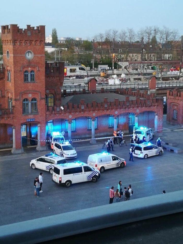 De politie kwam massaal ter plaatse aan het station in Aalst.