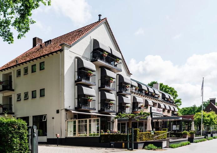Hotel 't Paviljoen in Rhenen is open.  ,,Zo lang het verantwoord is'', zegt zegt Jasper Stekelenburg van 't Paviljoen.