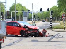 Auto's knallen vol op elkaar door niet-werkend stoplicht in Amersfoort