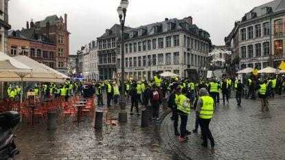 Vierhonderd gele hesjes op straat in Bergen: betoging neemt omweg tot aan woning Elio Di Rupo, 15 mensen opgepakt