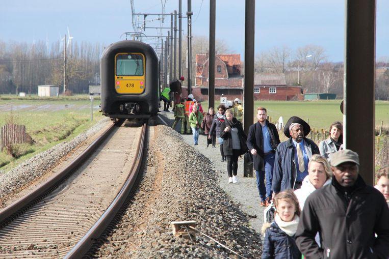 Een dertigtal reizigers moest na de aanrijding geëvacueerd worden.
