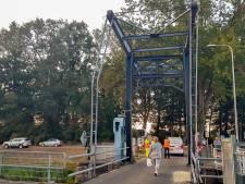 Tractorcombinatie ramt brug in Haghorst: scheep- én wegverkeer ligt hele weekend stil