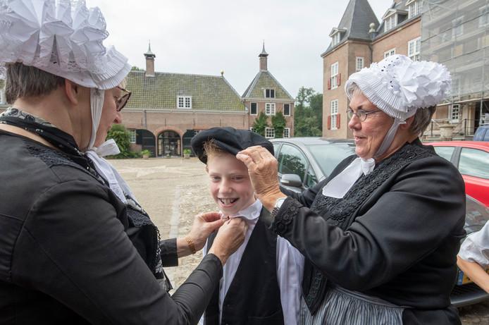 De jeugd kon ook verkleed in historische klederdracht.