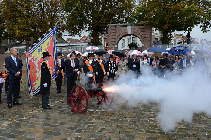 Het kanon van het Graafse Cloveniersgilde dat in de nacht van 20 op 21 december weer zal worden afgeschoten.