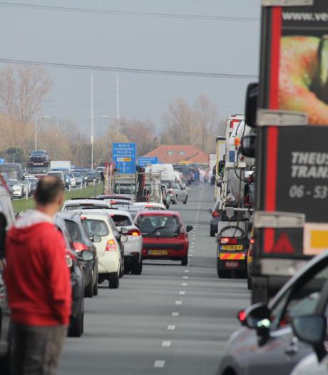 Flinke verkeersopstopping op Wippolderlaan na ongeluk