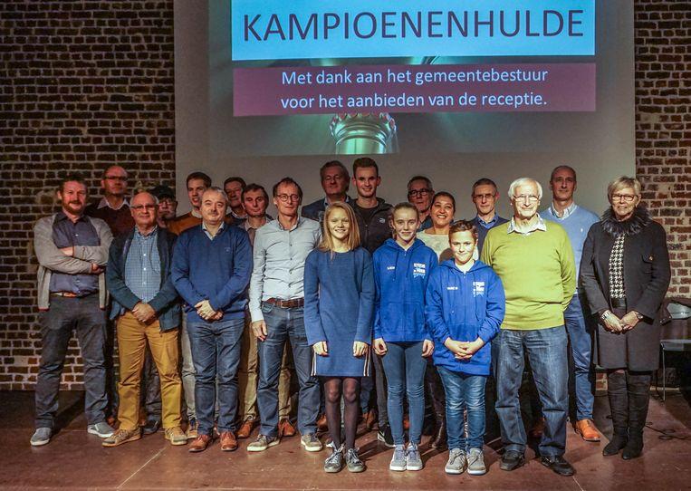 In Wielsbeke werden de sportkampioenen gehuldigd.