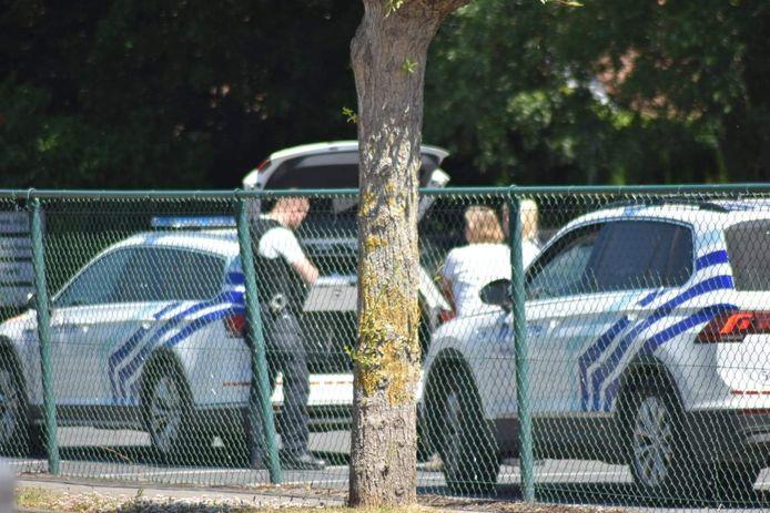 Des inspecteurs de police sur les lieux de l'accident.
