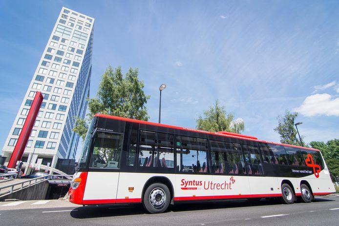De bus van Syntus Utrecht. De fractie van de SP in de provinciale staten van Utrecht, bepleit nationalisatie van het openbaar vervoer.