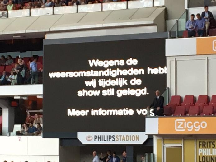 Veld bij concert Guus Meeuwis moet worden ontruimd vanwege naderend onweer.