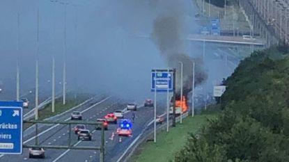 Passagiersbus vat vuur op E40 bij Luik