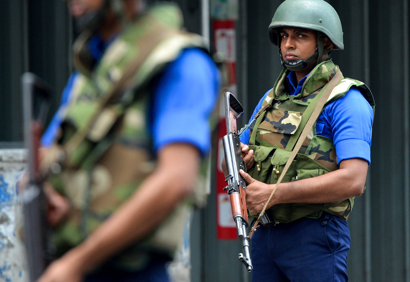 In Sri Lanka doen leger en politie onderzoek naar de aanslagen van afgelopen weekend.