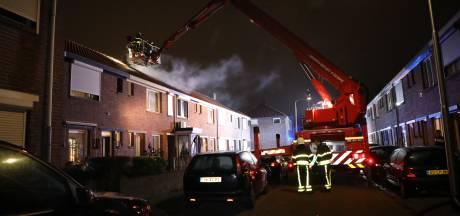 Huis in Tilburg onbewoonbaar na uitslaande brand, bewoner naar ziekenhuis