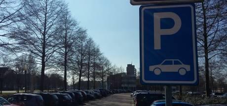Parkeren op eigen terrein in Kamper binnenstad verdwijnt