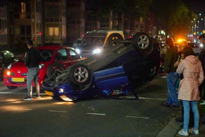 De auto kwam op zijn kop terecht