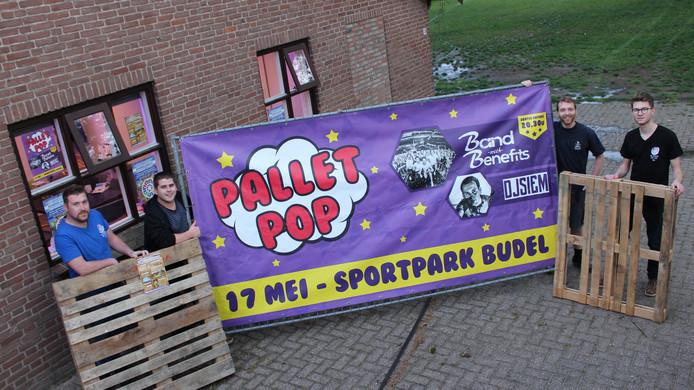 De organisatoren: Rick van Veldhoven, Stan de Werdt, Jelle van Meijl en Raaf Bartels (van links naar rechts).