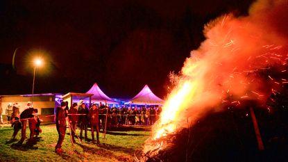 Feestcomité Heurne combineerde nieuwjaarsreceptie met kerstboomverbranding