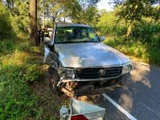 Bestuurster raakt gewond bij uitwijkactie met tegenligger in Liempde, die rijdt door na ongeval