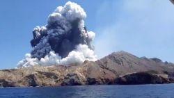 Geen teken van leven op vulkaaneiland: politie Nieuw-Zeeland vermoedt dat er geen overlevenden meer zijn