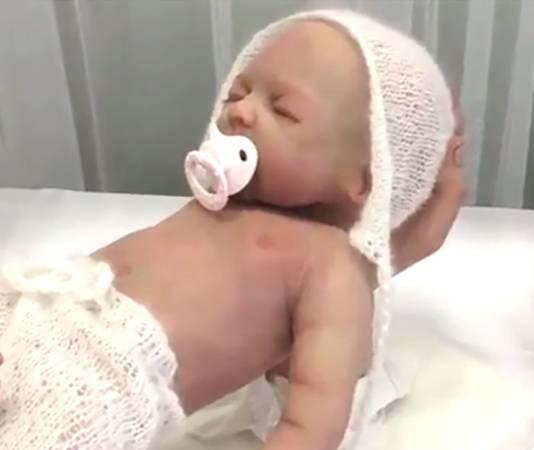 Het goedkoopste model Babyclon kost 900 euro en de allerduurste variant, met veel mogelijkheden, bijna 5.000 euro.