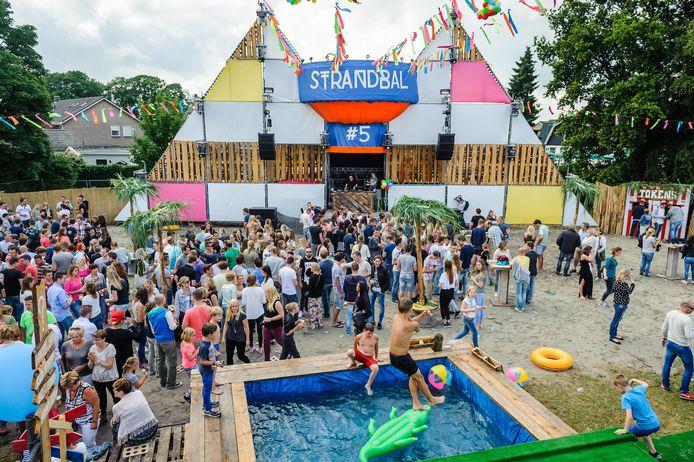 Het Strandbal Festival in Bornerbroek: volgend jaar alsnog de tiende editie.